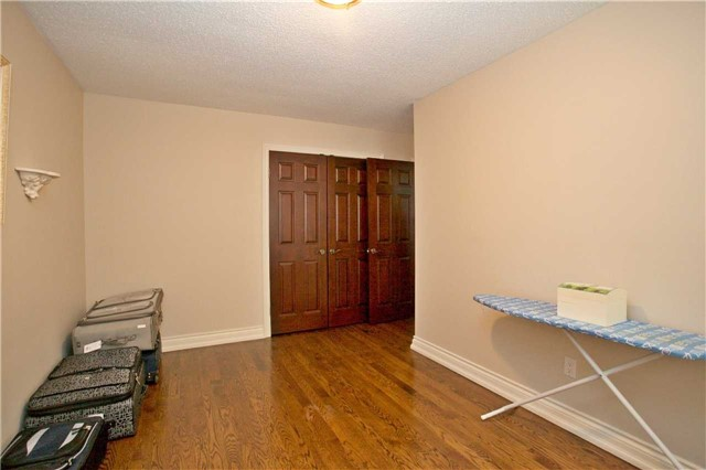 Semi-detached at 2108 Farrier Mews, Mississauga, Ontario. Image 11