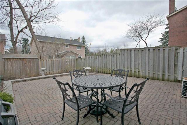 Semi-detached at 2108 Farrier Mews, Mississauga, Ontario. Image 13