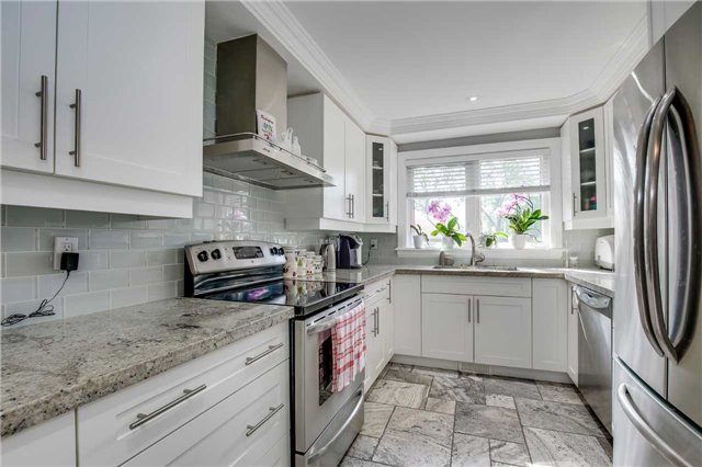 Detached at 272 Third Line, Oakville, Ontario. Image 15