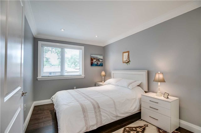 Detached at 272 Third Line, Oakville, Ontario. Image 3