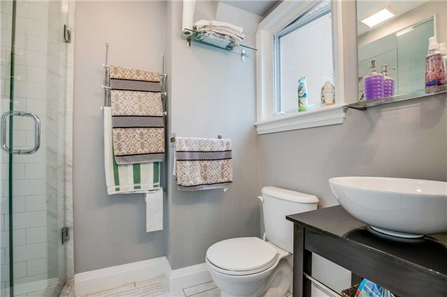Detached at 272 Third Line, Oakville, Ontario. Image 7