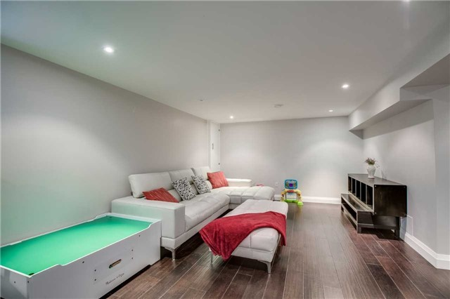 Detached at 272 Third Line, Oakville, Ontario. Image 8