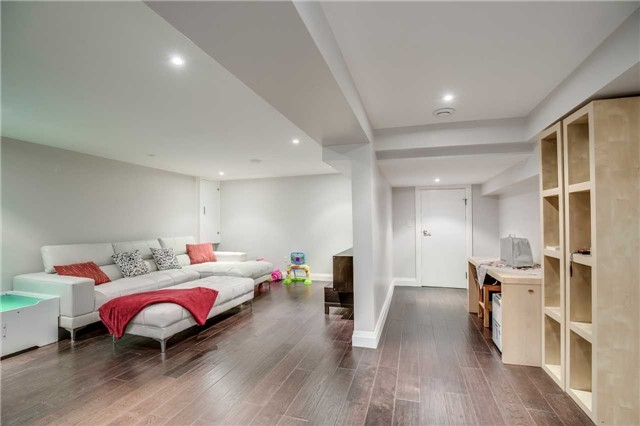 Detached at 272 Third Line, Oakville, Ontario. Image 9