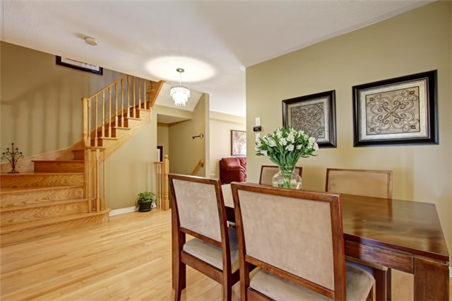 Semi-detached at 3984 Skyview St, Mississauga, Ontario. Image 15