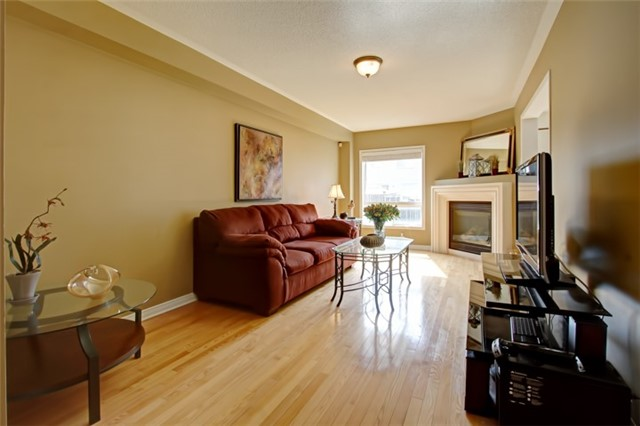 Semi-detached at 3984 Skyview St, Mississauga, Ontario. Image 17
