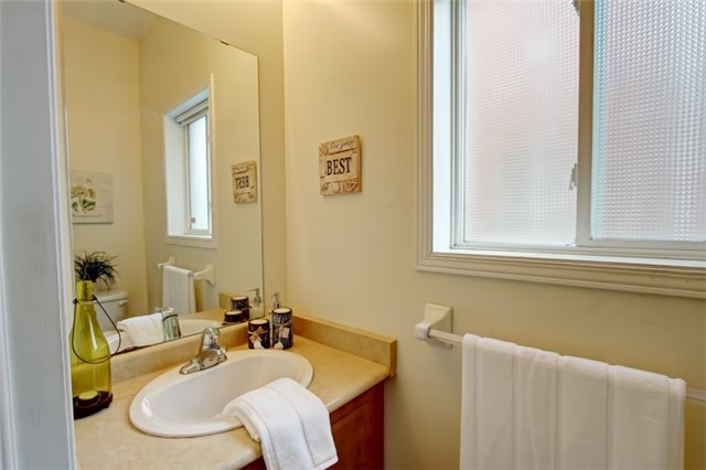 Semi-detached at 3984 Skyview St, Mississauga, Ontario. Image 3