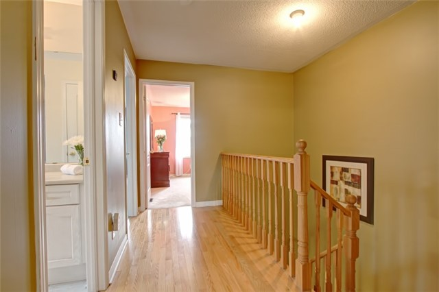 Semi-detached at 3984 Skyview St, Mississauga, Ontario. Image 4