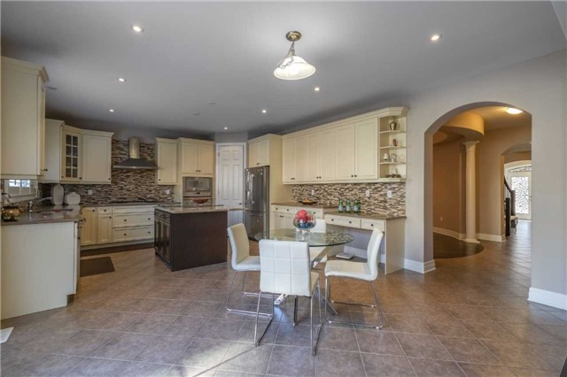 Detached at 953 Drysdale Cres, Milton, Ontario. Image 2