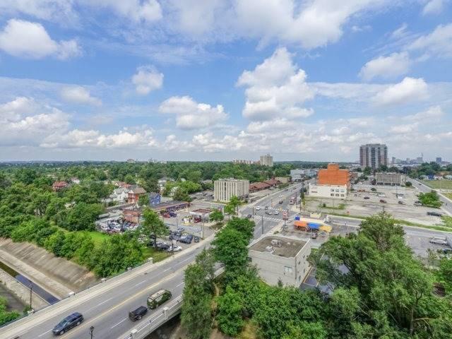 Condo Apartment at 100 John St, Unit 1001, Brampton, Ontario. Image 15
