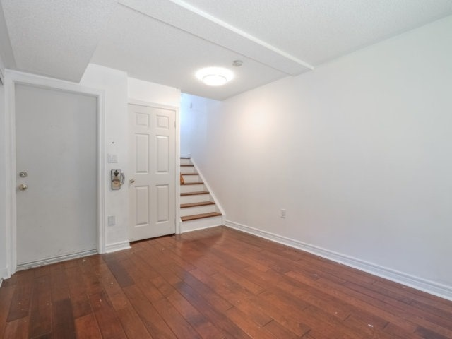 Townhouse at 2404 Ravinebrook Cres, Oakville, Ontario. Image 20