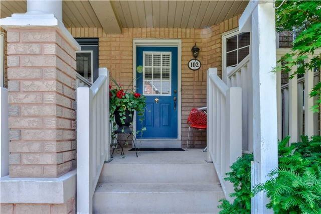 Semi-detached at 102 Roxton Rd, Oakville, Ontario. Image 12