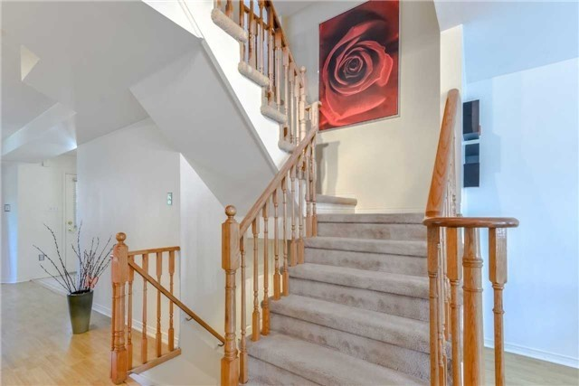 Semi-detached at 102 Roxton Rd, Oakville, Ontario. Image 3