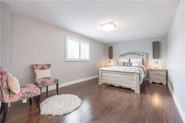Detached at 141 Ceremonial Dr, Mississauga, Ontario. Image 2