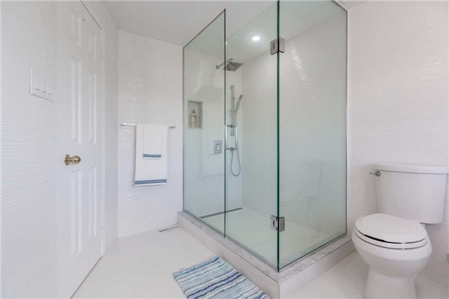 Detached at 141 Ceremonial Dr, Mississauga, Ontario. Image 4