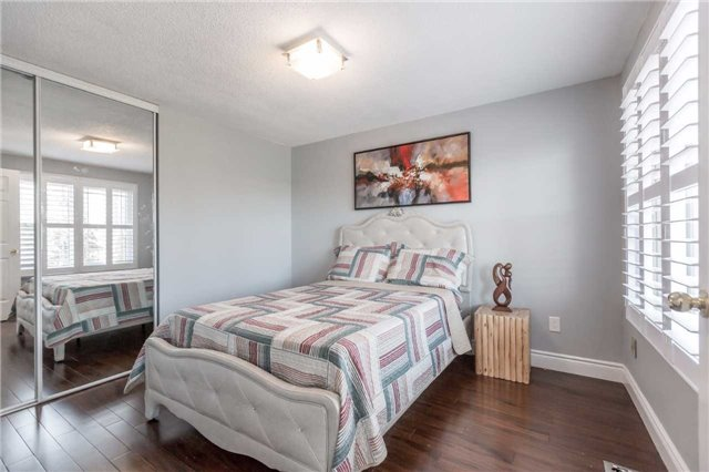 Detached at 141 Ceremonial Dr, Mississauga, Ontario. Image 6