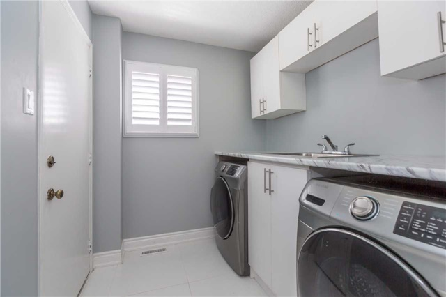 Detached at 141 Ceremonial Dr, Mississauga, Ontario. Image 11
