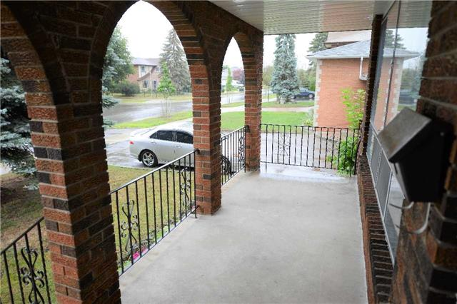Detached at 560 Cullen Ave, Mississauga, Ontario. Image 5