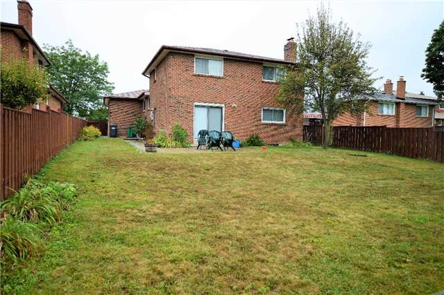 Detached at 560 Cullen Ave, Mississauga, Ontario. Image 6