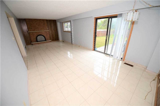 Detached at 560 Cullen Ave, Mississauga, Ontario. Image 9