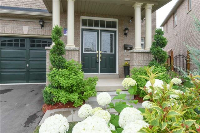 Detached at 56 Midcrest Circ, Brampton, Ontario. Image 12