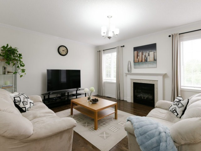 Detached at 56 Midcrest Circ, Brampton, Ontario. Image 18