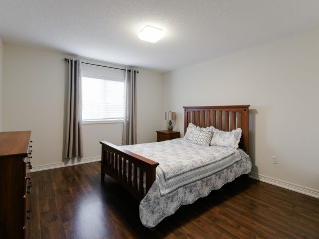 Detached at 56 Midcrest Circ, Brampton, Ontario. Image 6