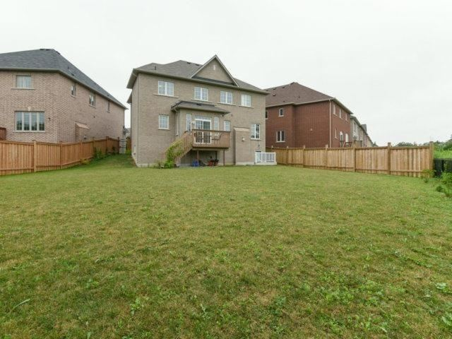 Detached at 56 Midcrest Circ, Brampton, Ontario. Image 11