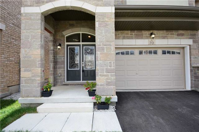 Detached at 70 Lloyd Cres, Brampton, Ontario. Image 12