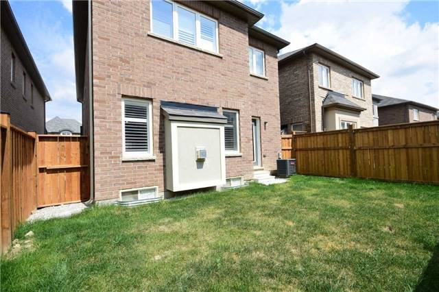Detached at 70 Lloyd Cres, Brampton, Ontario. Image 11