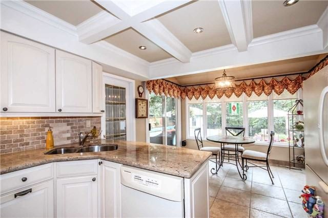 Detached at 396 Bronte Rd, Oakville, Ontario. Image 13