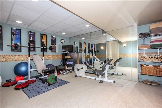 Detached at 396 Bronte Rd, Oakville, Ontario. Image 2