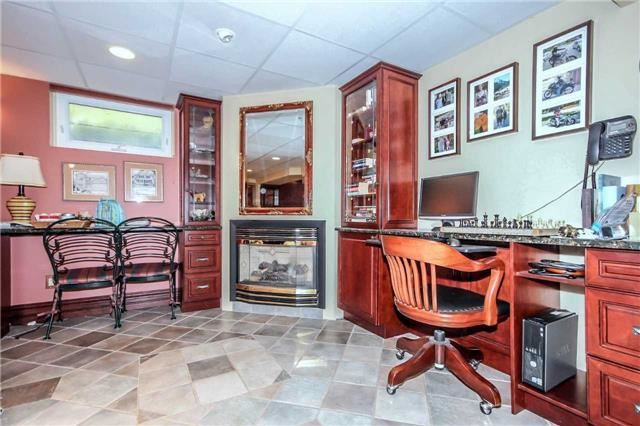 Detached at 396 Bronte Rd, Oakville, Ontario. Image 3