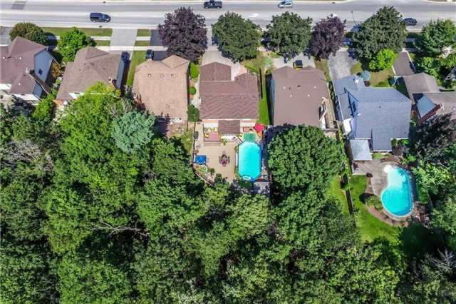 Detached at 396 Bronte Rd, Oakville, Ontario. Image 9