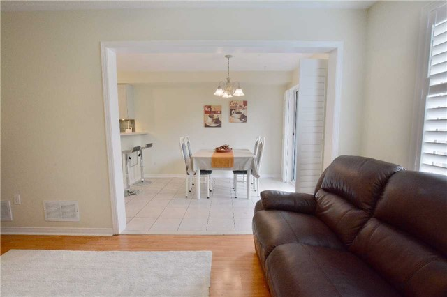 Townhouse at 2276 Grouse Lane, Oakville, Ontario. Image 2