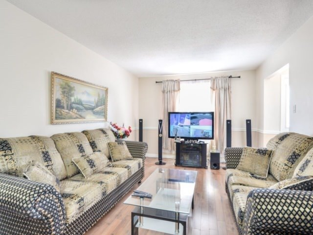 Semi-detached at 75 Marblehead Cres, Brampton, Ontario. Image 15