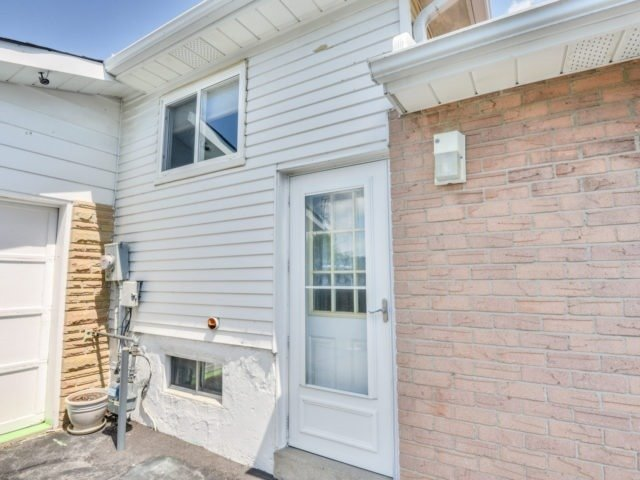 Semi-detached at 75 Marblehead Cres, Brampton, Ontario. Image 11
