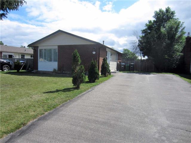 Detached at 19 Finchley Cres, Brampton, Ontario. Image 1