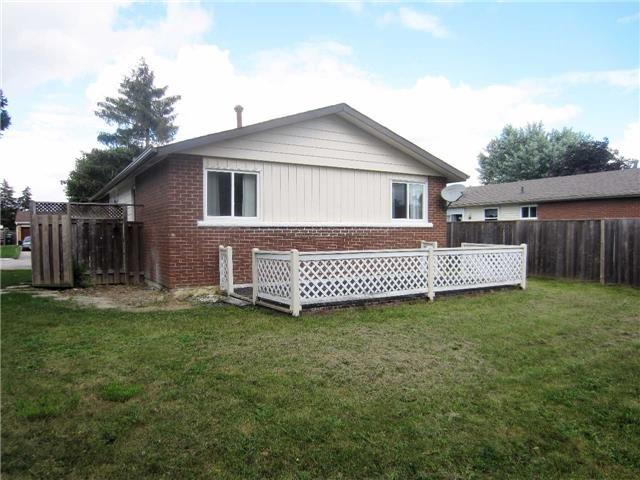Detached at 19 Finchley Cres, Brampton, Ontario. Image 13