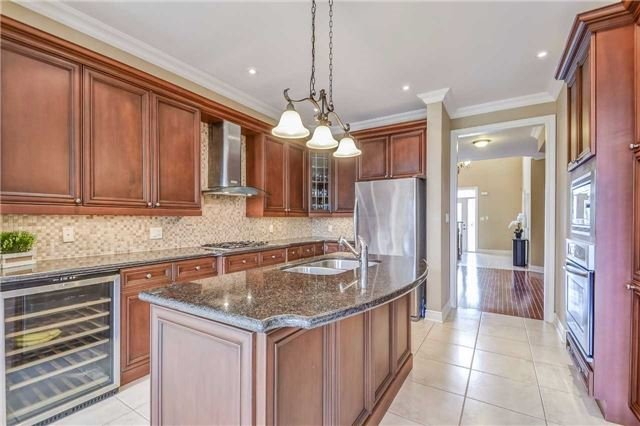 Detached at 2193 Whitworth Dr, Oakville, Ontario. Image 17