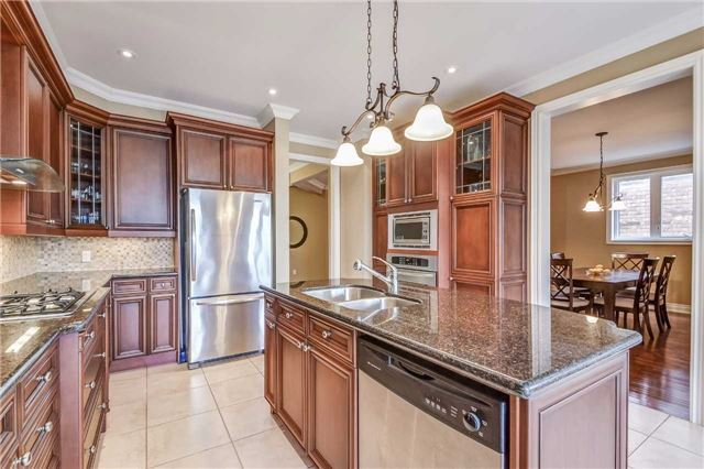 Detached at 2193 Whitworth Dr, Oakville, Ontario. Image 18