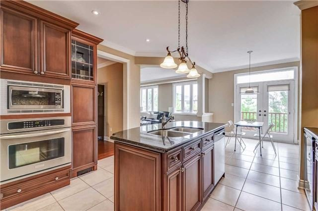 Detached at 2193 Whitworth Dr, Oakville, Ontario. Image 19