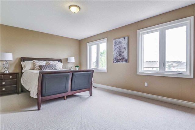 Detached at 2193 Whitworth Dr, Oakville, Ontario. Image 2