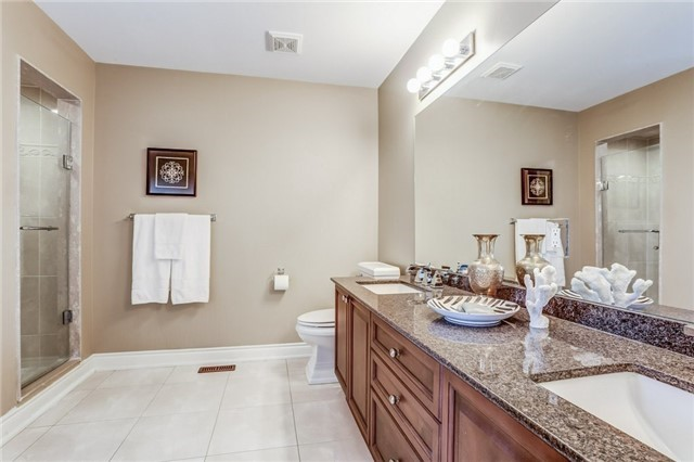 Detached at 2193 Whitworth Dr, Oakville, Ontario. Image 3