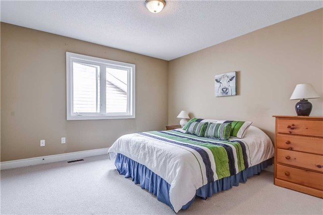 Detached at 2193 Whitworth Dr, Oakville, Ontario. Image 4