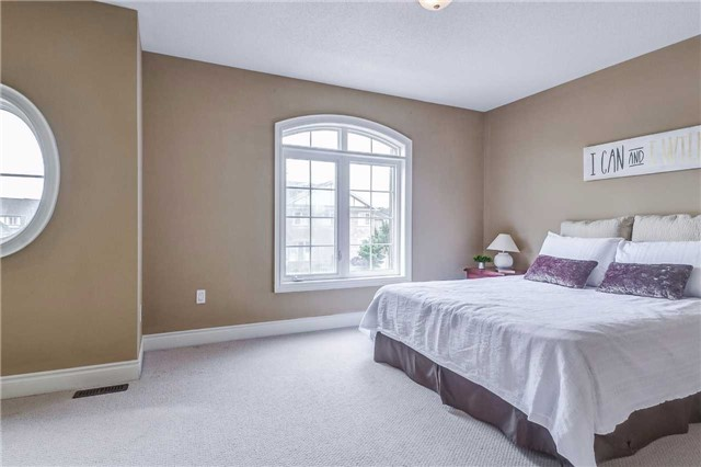 Detached at 2193 Whitworth Dr, Oakville, Ontario. Image 6