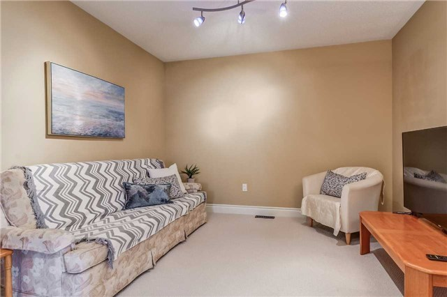 Detached at 2193 Whitworth Dr, Oakville, Ontario. Image 7