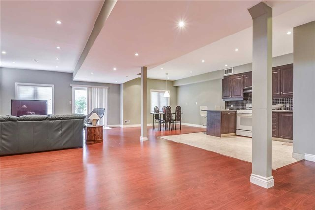 Detached at 2193 Whitworth Dr, Oakville, Ontario. Image 9
