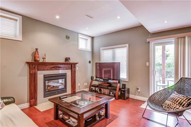 Detached at 2193 Whitworth Dr, Oakville, Ontario. Image 10