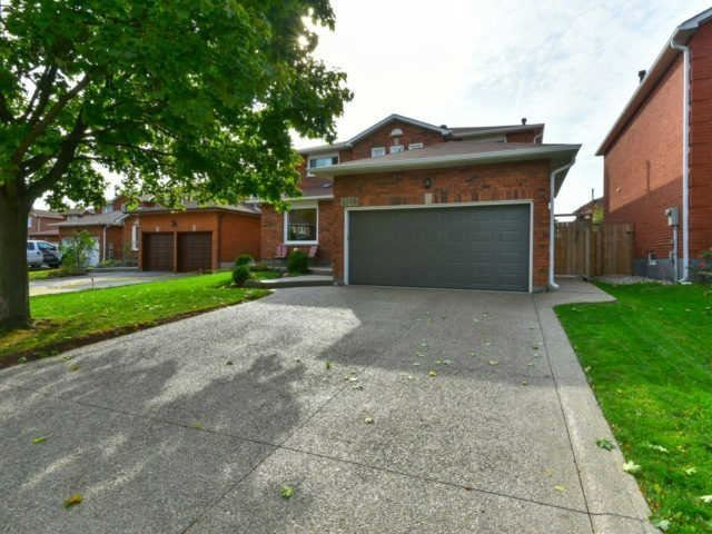 Detached at 2116 Laurelwood Dr, Oakville, Ontario. Image 1