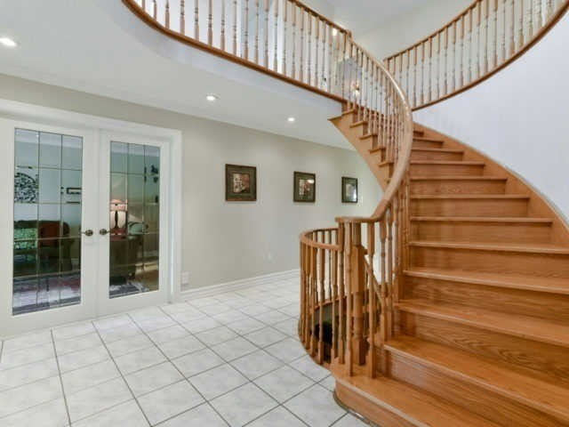 Detached at 2116 Laurelwood Dr, Oakville, Ontario. Image 6